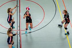 02-02-2019 NED: Regio Zwolle Volleybal - Sliedrecht Sport, Zwolle<br /> Round 16 of Eredivisie volleyball - Sliedrecht win the match 3-2 / Brechje Kraaijvanger #2 of Sliedrecht Sport, Denise de Kant #12 of Sliedrecht Sport, Lotte Groninger #9 of Zwolle, Maureen van der Woude #8 of Zwolle