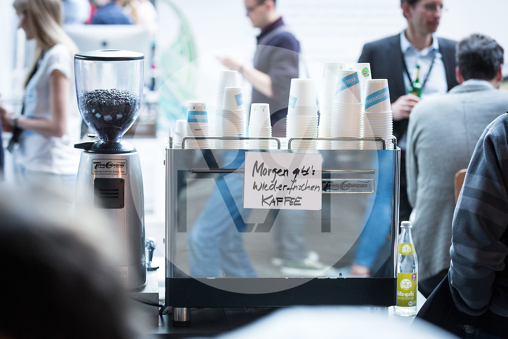 "DEUTSCHLAND - BERLIN - Themenbild ""Morgen gibt es wieder frischen Kaffee"" - 02. Mai 2016 © Raphael Hünerfauth - http://huenerfauth.ch"