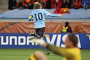 ©Jonathan Moscrop - LaPresse<br /> 06 07 2010 Cape Town ( Sud Africa )<br /> Sport Calcio<br /> Uruguay vs Olanda - Mondiali di calcio Sud Africa 2010 Semi finale - Stadio Punto Verde<br /> Nella foto: esultanza dell'Uruguay dopo la rete del 1-1 di Diego Forlan<br /> <br /> ©Jonathan Moscrop - LaPresse<br /> 06 07 2010 Cape Town ( South Africa )<br /> Sport Soccer<br /> Uruguay versus Holland - FIFA 2010 World Cup South Africa Semi final - Green Point Stadium<br /> In the photo: Diego Forlan celebrates after his goal levelled the scores at 1-1