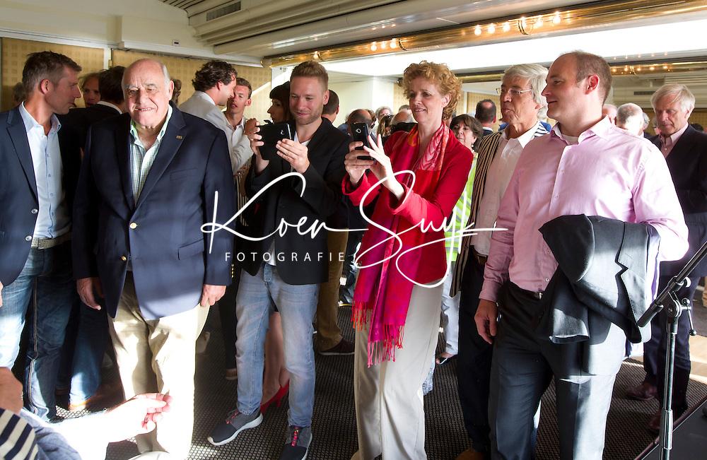 SCHEVENINGEN  (Den Haag) - FIH bijeenkomst . rechts Guus Vogels en Arlette.  COPYRIGHT KOEN SUYK