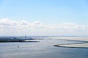 Nederland, Flevoland, Lelystad, 07-05-2015. Houtribdijk verbindt Enkhuizen en Lelystad en deelt het IJsselmeer in IJsselmeer en Markermeer (rechts).  De Houtribdijk is oorspronkelijk aangelegd om het Markeermeer in te polderen tot Markerwaard. De plannen voor deze inpoldering maakte reeds deel uit van de Zuiderzeewerken. Andere namen voor de dijk zijn: Markerwaarddijk, Lelydijk, Dijk Enkhuizen-Lelystad, N302.<br /> Houtrib dike linking Enkhuizen and Lelystad, dividing lake IJsselmeer in IJsselmeer and Marker lake(right). The dike was originally built make the reclamation of the polder Markerwaard possible. The plans for the reclamation was already part of the Zuiderzee Works (1891).<br /> luchtfoto (toeslag op standard tarieven);<br /> aerial photo (additional fee required);<br /> copyright foto/photo Siebe Swart