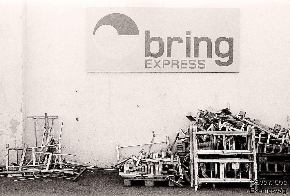 Rot hengslengt ved Bring Express i Ålesund.<br /> Foto: Svein Ove Ekornesvåg