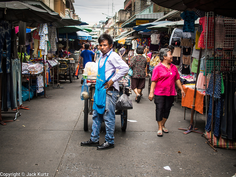 06 AUGUST 2014 - BANGKOK, THAILAND: A street vendor in the Chinatown section of Bangkok. He was selling fruit.    PHOTO BY JACK KURTZ