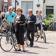 NLD/Volendam/20150703 - Uitvaart Jaap Buijs, aankomst jan Keizer