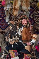 Mongolie, province de Bayan-Olgii, chasseur à l'aigle Kazakh // Mongolia, Bayan-Olgii province, Kazakh eagle hunter