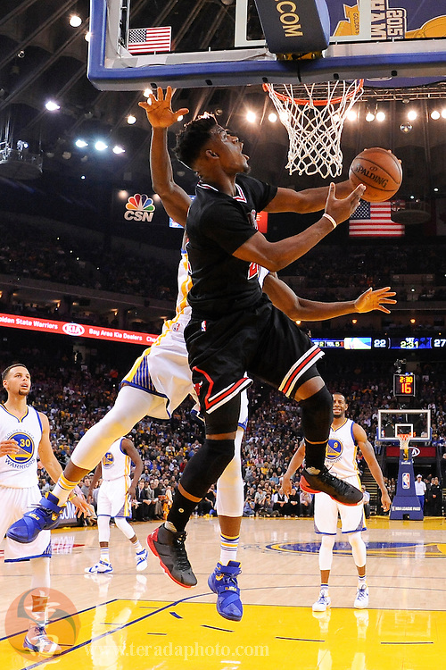 November 20, 2015; Oakland, CA, USA; Chicago Bulls guard Jimmy Butler (21) shoots a layup during the first quarter against the Golden State Warriors at Oracle Arena. The Warriors defeated the Bulls 106-94.