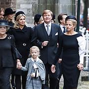 NLD/Delft/20131102 - Herdenkingsdienst voor de overleden prins Friso, prinses Beatrix en schoondochter Mabel Wisse Smit en dochters Luana en Zaria