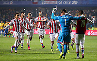 Fotball<br /> Copa America<br /> Brasil v Paraguay<br /> Foto: imago/Digitalsport<br /> NORWAY ONLY<br /> <br /> Paraguay s players celebrate victory after winning a quarter-final match between Brazil and Paraguay in Concepcion, Chile, June 27, 2015. Paraguay defeated Brazil 4-3 on penalties after a 1-1 draw thus qualified to the semi-final round.
