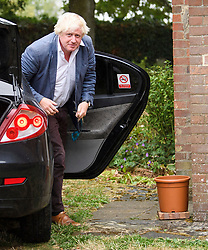 © Licensed to London News Pictures. 11/08/2018. Oxfordshire, UK. BORIS JOHNSON is seen returning to his Oxfordshire home after a holiday in Italy. The Former foreign secretary has been criticised for language he used in a national newspaper column to describe women wearing the burka. Photo credit: Ben Cawthra/LNP