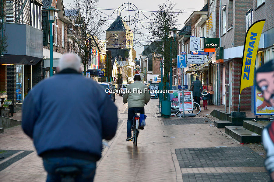 Nederland, Neede, 30-1-2013Straatbeeld in het centrum van dit dorp in de achterhoek. Winkelstraat de Oudestraat.  De winkels in deze plaats hebben last van de krimpende bevolking en de slechte economische situatie van dit moment.Foto: Flip Franssen