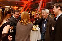 13 JAN 2003, BERLIN/GERMANY:<br /> Gerhard Schroeder (L), SPD Bundeskanzler, im Gespraech mit der SPD nahestehendend Schauspielern  Ina Paule Klink (L), Esther Schweins (M Ruecken), Kai Wiesinger (R), und dem Fotografen Jim Rakete (2.v.R.), Neujahrsempfang der SPD Bundestagsfraktion, Fraktionsebene, Deutscher Bundestag<br /> IMAGE: 20030113-02-076<br /> KEYWORDS: Gespräch, Gerhard Schröder