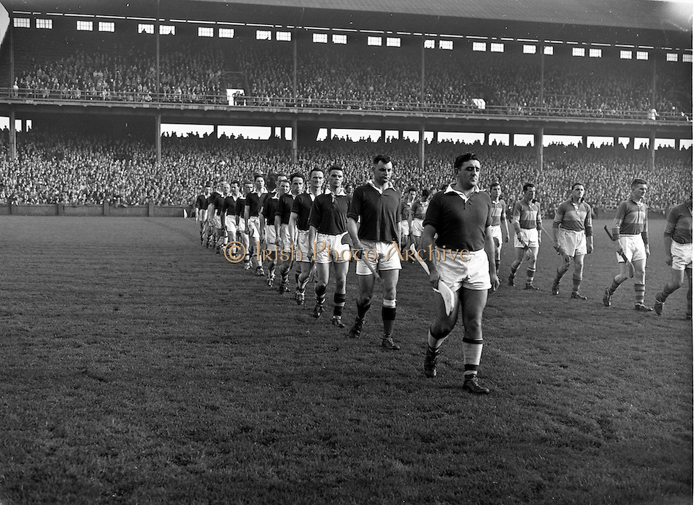 23/10/1960<br /> 10/23/1960<br /> 23 October 1960<br /> Oireachtas Final: Cork v Tipperary at Croke Park, Dublin.<br /> Cork team (left) and Tipperary team (right).
