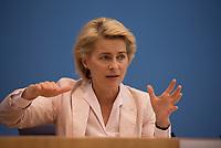 DEU, Deutschland, Germany, Berlin, 13.07.2016: Bundesverteidigungsministerin Dr. Ursula von der Leyen (CDU) in der Bundespressekonferenz zum Thema Vorstellung des neuen Weißbuches 2016.