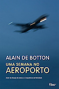 """Brazilian edition book cover of Alain de Botton's """"A Week at the Airport: A Heathrow Diary"""" containing photography by Richard Baker."""