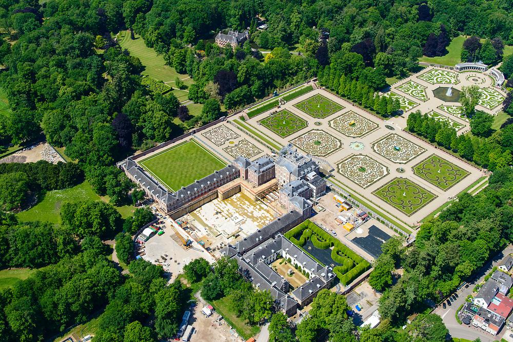 Nederland, Gelderland, Apeldoorn, 13-05-2019; Nationaal Museum Paleis Het Loo. Er vind een grootscheepse renovatie plaats, inclusief een ondergrondste uitbreiding.<br /> Het voormalige zomerpaleis heeft een formele tuin in classicistische stijl. Het Versaille van Nederland staat op de Unesco werelderfgoedlijst. <br /> National Museum Palace Het Loo. The former summer palace has a formal garden and castle gardens in classical style. The Versailles of the Netherlands figures on the UNESCO World Heritage List.<br /> <br /> aerial photo (additional fee required); luchtfoto (toeslag op standard tarieven); copyright foto/photo Siebe Swart
