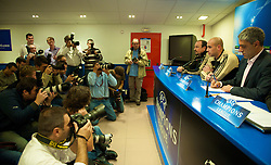 MADRID, SPAIN - Tuesday, October 21, 2008: Liverpool's manager Rafael Benitez and goalkeeper Pepe Reina during a press conference at the Vicente Calderon ahead of the UEFA Champions League Group D match against Club Atletico de Madrid. (Photo by David Rawcliffe/Propaganda)