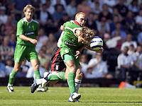 Fotball<br /> England 2005/2006<br /> Foto: SBI/Digitalsport<br /> NORWAY ONLY<br /> <br /> Fulham v Celtic<br /> Pre season friendly<br /> 16.07.2005<br /> <br /> Fulham's Mark Pembridge and Celtic's Stilian Petrov battle for the ball.