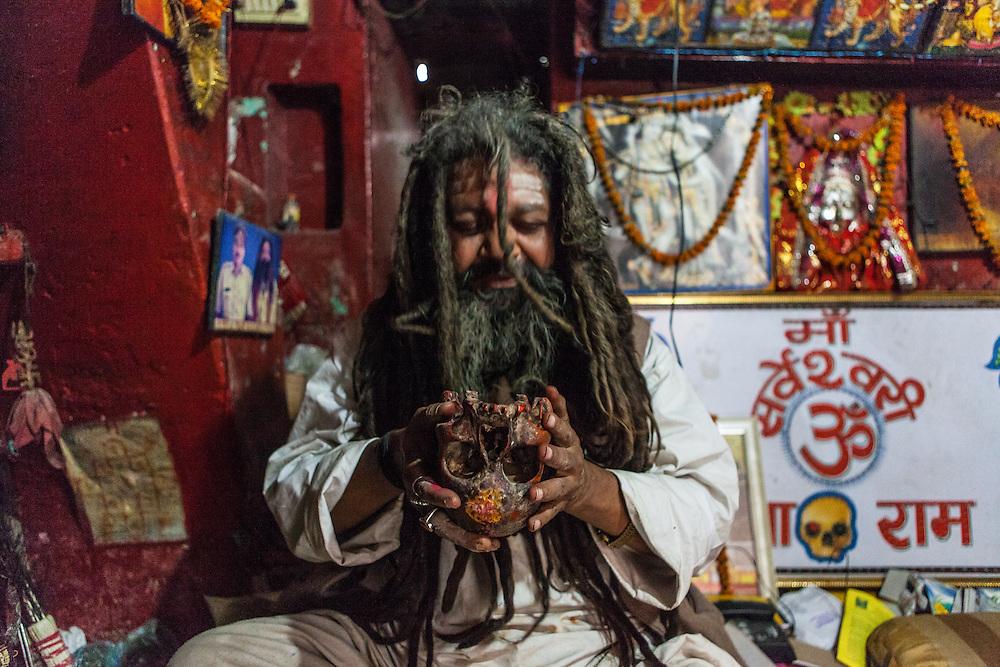 Shri Baba Chamunda Ram, an Aghori, Tantra and Yantra yogi, chanting mantra and then drinking whiskey from the skull.