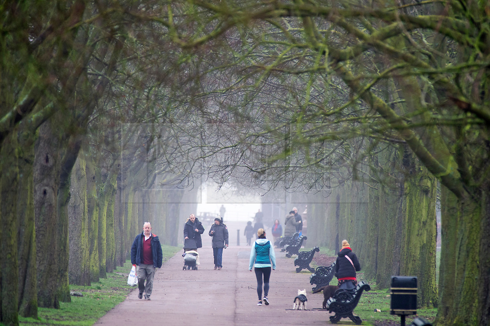 ©Licensed to London News Pictures 22/01/2020<br /> Greenwich, UK. People out and about in Greenwich Park, London. Freezing foggy weather conditions continue across London this afternoon. Photo credit: Grant Falvey/LNP