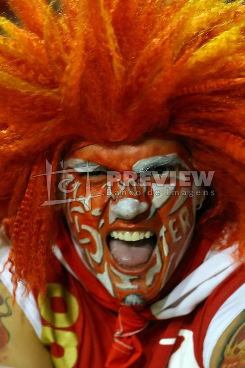 Torcedor colorado durante a partida da Libertadores da América, no estádio Beira Rio, em Porto Alegre. FOTO: Jefferson Bernardes/Preview.com