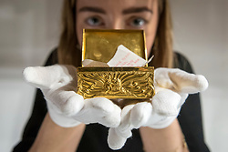"© Licensed to London News Pictures. 26/10/2018. LONDON, UK. A staff member presents ""The Byron Family Snuff Box"", circa 1770, (Est GBP1,500-2000).   Preview of ""A Private View, property from the country home of Christopher Cone and Stanley J. Seeger"" at Sotheby's, New Bond Street.  Over 200 extraordinary works will be auctioned in London on 30 October 2018.  Photo credit: Stephen Chung/LNP"