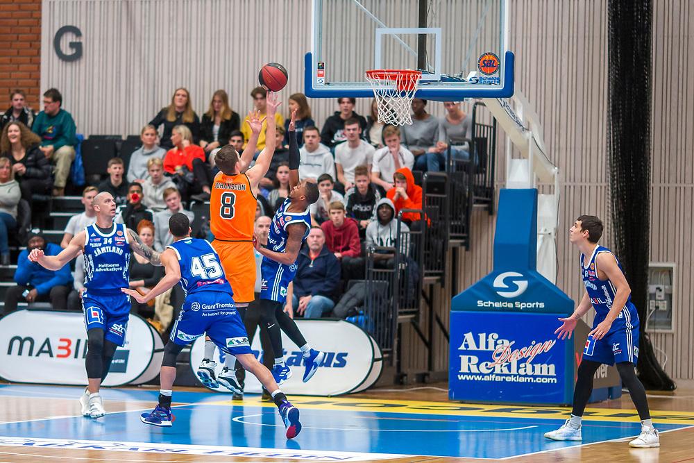 ÖSTERSUND 20191031<br /> Umeås Jacob Johansson skjuter  under torsdagens match i basketligan mellan Jämtland Basket och Umeå BBK i Östersunds Sporthall.<br /> <br /> Foto: Per Danielsson/Projekt.P