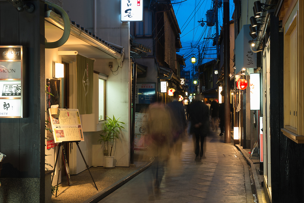 Nightlife in Pontochō, an atmospheric dining area in the Gion district of Kyoto, Japan.