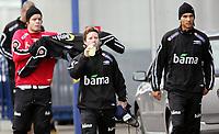 Fotball / Football<br /> Trening Norge foran Play Off mot Tsjekkia<br /> Training Norway in front of the play off match v Czech Republic<br /> Praha / Prague<br /> 15.11.2005<br /> Foto: Morten Olsen, Digitalsport<br /> <br /> L-R: Marius Johnsen - Fredrik Strømstad - Alex Valencia - all Start