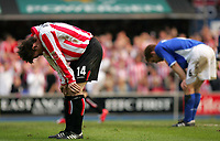 Fotball<br /> England 2004/2005<br /> Foto: SBI/Digitalsport<br /> NORWAY ONLY<br /> <br /> Ipswich Town v Sunderland<br /> <br /> The Coca-Cola Football League Championship. Portman Road.<br /> 17/04/05<br /> <br /> Sunderlands Dean Whitehead and Ipswich's Richarch Naylor show the stress of the game.