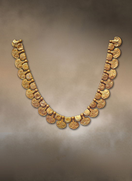 Mycenaean gold necklace with waz lily shaped beads from the Mycenaean cemetery of Midea tomb 10, Dendra, Greece. National Archaeological Museum Athens Cat no 8748. .<br /> <br /> If you prefer to buy from our ALAMY PHOTO LIBRARY  Collection visit : https://www.alamy.com/portfolio/paul-williams-funkystock/mycenaean-art-artefacts.html . Type -   Athens    - into the LOWER SEARCH WITHIN GALLERY box. Refine search by adding background colour, place, museum etc<br /> <br /> Visit our MYCENAEN ART PHOTO COLLECTIONS for more photos to download  as wall art prints https://funkystock.photoshelter.com/gallery-collection/Pictures-Images-of-Ancient-Mycenaean-Art-Artefacts-Archaeology-Sites/C0000xRC5WLQcbhQ
