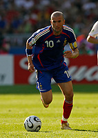 Photo: Glyn Thomas.<br />France v Switzerland. Group G, FIFA World Cup 2006. 13/06/2006.<br />France's Zinedine Zidane.