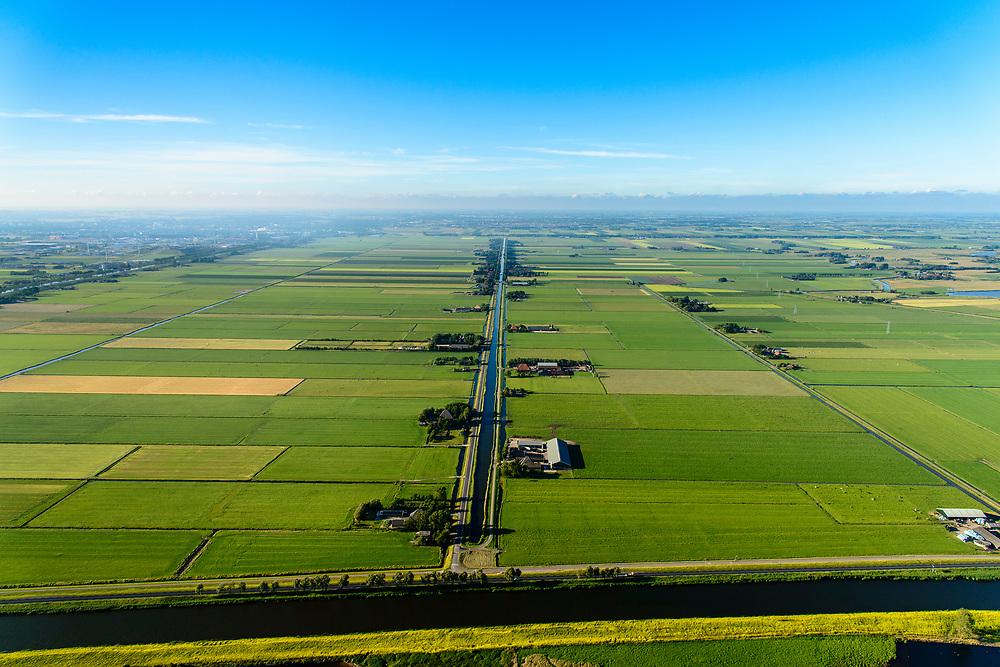 Nederland, Noord-Holland, Gemeente Alkmaar, 13-06-2017; Schermer en Zuid-Schermer, ter hoogte van Noordhollandsch kanaal. Zicht op Zuidervaart.<br /> Polder Schermer, reclaimed land.<br /> luchtfoto (toeslag op standard tarieven);<br /> aerial photo (additional fee required);<br /> copyright foto/photo Siebe Swart