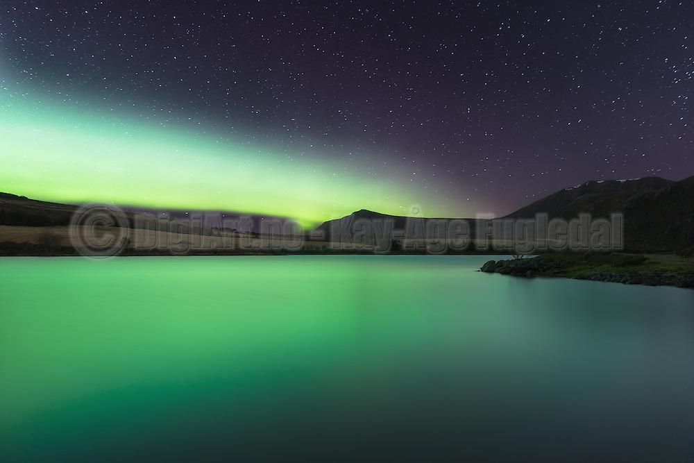 Northern light reflection in mountain water | Nordlys som reflekterer i et fjellvann