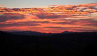 FRANKRIJK - Le Plan du Castellet  (VAR) - Ondergaande zon, ANP COPYRIGHT KOEN SUYK