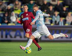 Teddy Bergqvist (FC Helsingør) afslutter under kampen i 1. Division mellem FC Helsingør og Skive IK den 18. oktober 2020 på Helsingør Stadion (Foto: Claus Birch).