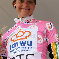 Adrie Visser is de overall leidster van de KNWU topcompetitie