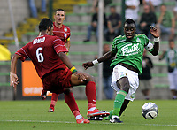 Fotball<br /> Frankrike<br /> Foto: DPPI/Digitalsport<br /> NORWAY ONLY<br /> <br /> FOOTBALL - FRENCH CHAMPIONSHIP 2009/2010 - AS SAINT ETIENNE v GRENOBLE FOOT 38 - 29/08/2009<br /> <br /> BLAISE MATUIDI (ASSE) / JACQUES ALAIXYS ROMAO (GRE)