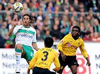 Fotball<br /> Tyskland<br /> Foto: Witters/Digitalsport<br /> NORWAY ONLY<br /> <br /> 18.10.2008<br /> <br /> v.l. Claudio Pizarro Bremen, Young-Pyo Lee, Tinga<br /> Bundesliga Werder Bremen - Borussia Dortmund