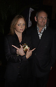 Stella McCartney and the President of Mac, John Dempsey. Mary J. Blige launch aids fundraising lipstick from Mac.  Criterion. 22 April 2002. © Copyright Photograph by Dafydd Jones 66 Stockwell Park Rd. London SW9 0DA Tel 020 7733 0108 www.dafjones.com