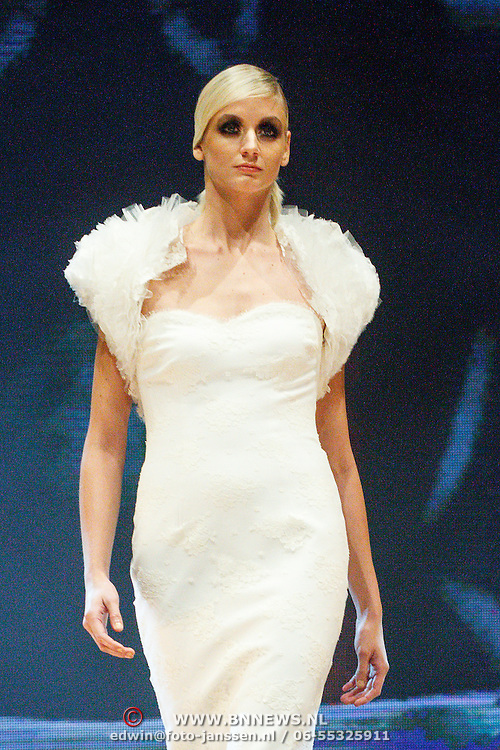 NLD/Amsterdam/20151211 - Modeshow Monique Collignon tijdens LXRY Masters of Luxery 2015, Annette Wolf