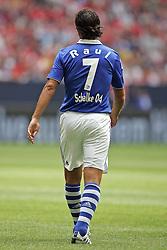 31.07.2010,  Veltnis-Arena, Gelsenkirchen, GER, 1.FBL, FC Schalke 04 - Hamburger SV, Liga total! Cup 2010, im Bild: Raul (Schalke #7) rueckansicht / rueckennummer  EXPA Pictures © 2010, PhotoCredit: EXPA/ nph/  Mueller+++++ ATTENTION - OUT OF GER +++++ / SPORTIDA PHOTO AGENCY