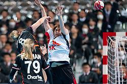 11-12-2019 JAP: Netherlands - Korea, Kumamoto<br /> Last match Main Round Group1 at 24th IHF Women's Handball World Championship, Netherlands win the last match against Korea with 36 - 24. Lois Abbingh #8 of Netherlands, Sora Kim #26 of Korea
