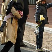 NLD/Amsterdam/20101012 - Herdenkingsdienst overleden Antonie Kamerling, Isa Hoes en kinderen Merlijn en Vlinder