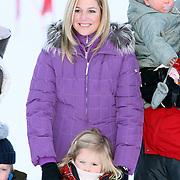 AUT/Lech/20080210 - Fotosessie Nederlandse Koninklijke familie in lech Oostenrijk, prinses Maxima