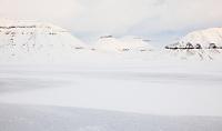 Karakteristiske fjellformasjoner ved Tempelfjorden på vestkysten av Spitsbergen, Svalbard. Mars.