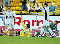 Fotball, 23. mai 204, Tippeligaen, Lillestrøm-Sogndal,  Robert Koren, Lillestrøm, ligger nede. Til venstreKjetil Holvik, Sogndal, som feldte Koren innenfor 16-meteren. Til HøyreKurt Heggestad og Terje Skjeldestad