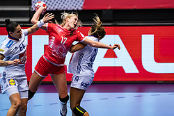 Vladlena Bobrovnikova of Russia , Laura Flippes of France, Alexandra Lacrabere of France in action during the Women's EHF Euro 2020 match between France and Russia at Jyske Bank BOXEN on december 11, 2020 in Kolding, Denmark (Photo by RHF Agency/Ronald Hoogendoorn)