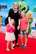 Premiere van ANGRY BIRDS 2 in Pathe Tushinski, Amsterdam.<br /> <br /> Op de foto:  Hannelore Zwitserlood met haar dochters
