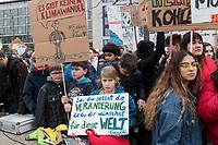 """22 MAR 2019, BERLIN/GERMANY:<br /> Kinder, Schueler und Jugendliche demonstrieren bei einer Demo """"Fridays for Future"""" fuer mehr Klimaschutz, Invalidenpark<br /> IMAGE: 20190322-01-010<br /> KEYWORDS: Demonstration, Protest, portester, Youth, Clima, climate change, Demonstranten, Klimarettung, Demo, Schulstreik, Streik, Schüler, Klimawandel."""