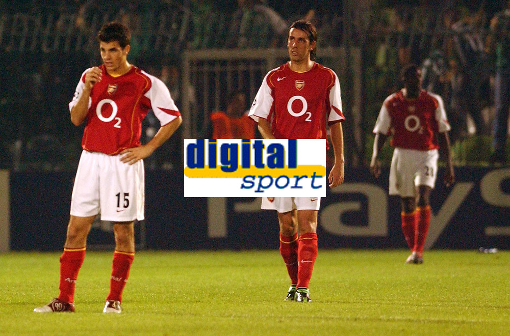 Fotball<br /> UEFA Champions League 2004/2005<br /> 20.10.2004<br /> Foto: SBI/Digitalsport<br /> NORWAY ONLY<br /> <br /> Panathanaikos v Arsenal<br /> <br /> Arsenal's Fabregas and Edu show their dissapointment at losing a goal
